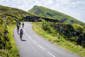 Cyclistes sur le Puy Mary
