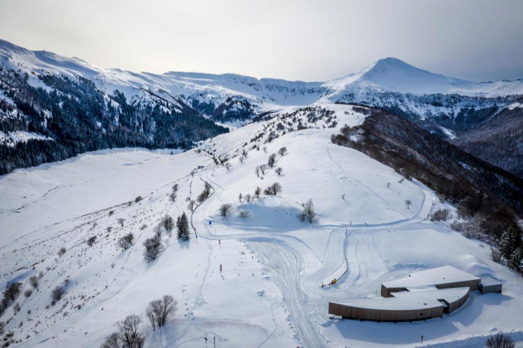 Vue aérienne sur le col de Serre et le cirque de l'impradine sous la neige