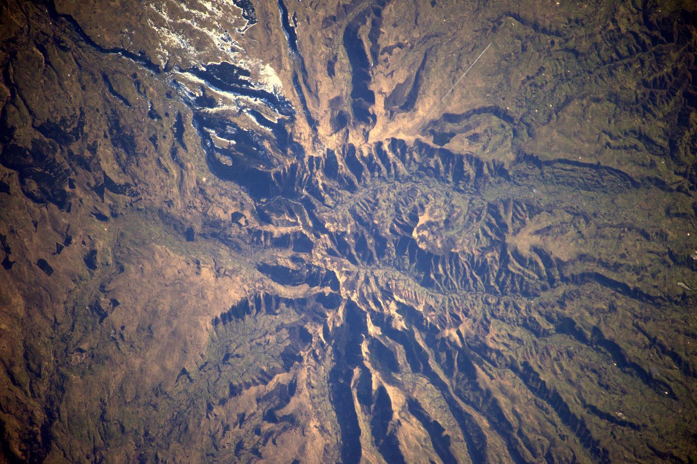 Vue des restes du stratovolcan cantalien depuis la station spatiale internationale © Thomas Pesquet — ESA — NASA
