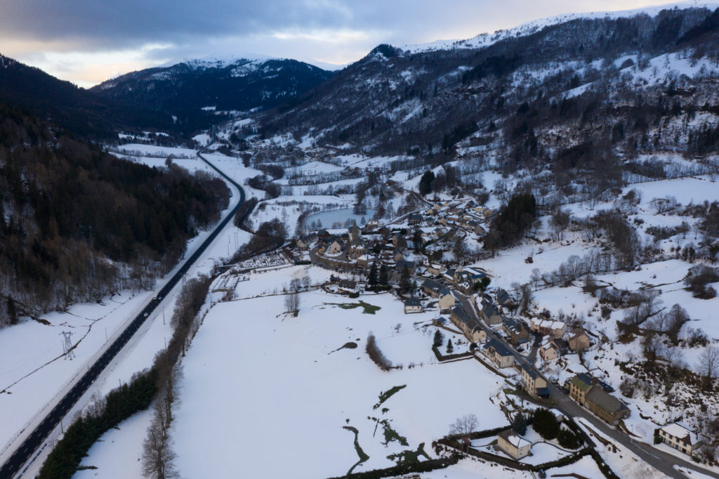 Vue sur la vallée de l'Alagnon depuis le village de Laveissière